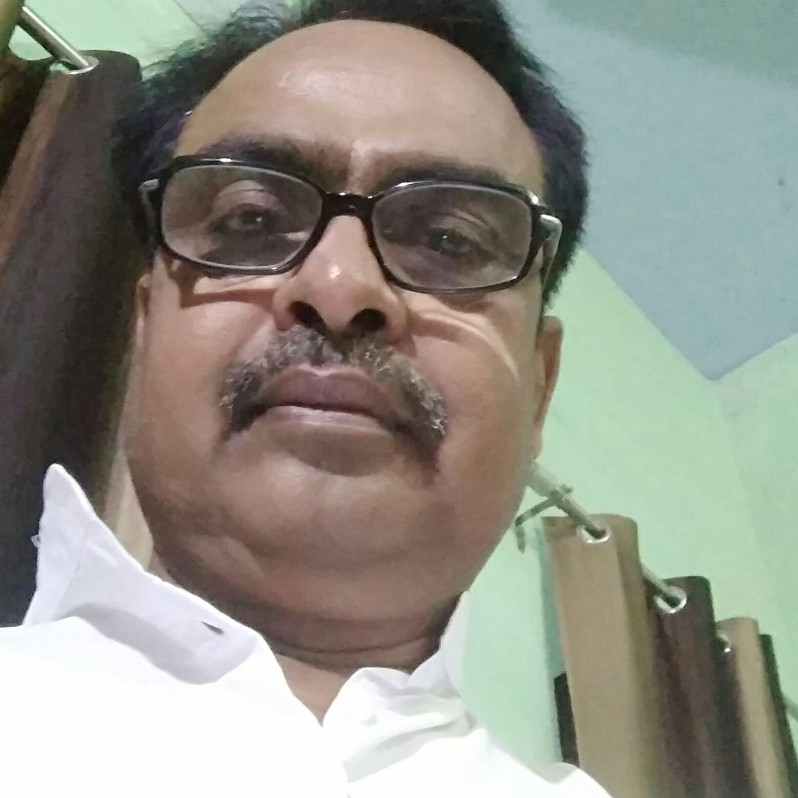 Pt Manmohan Dixit