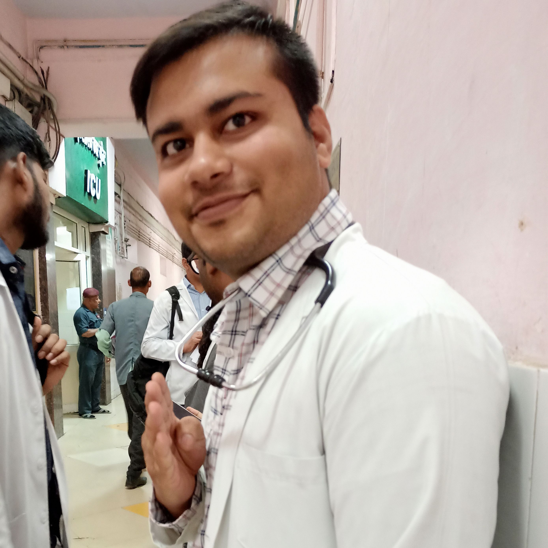 Dr Praveen Dholpuria